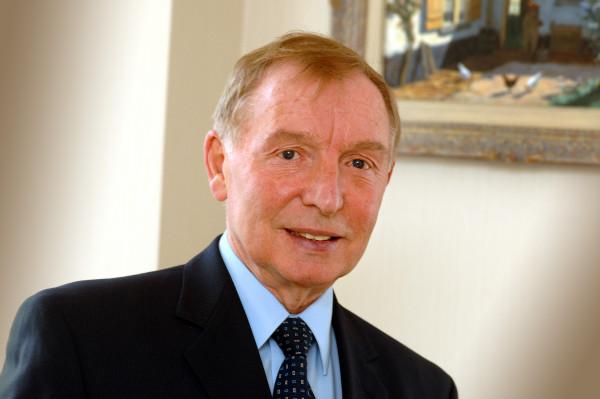 Sir Tom Farmer headshot